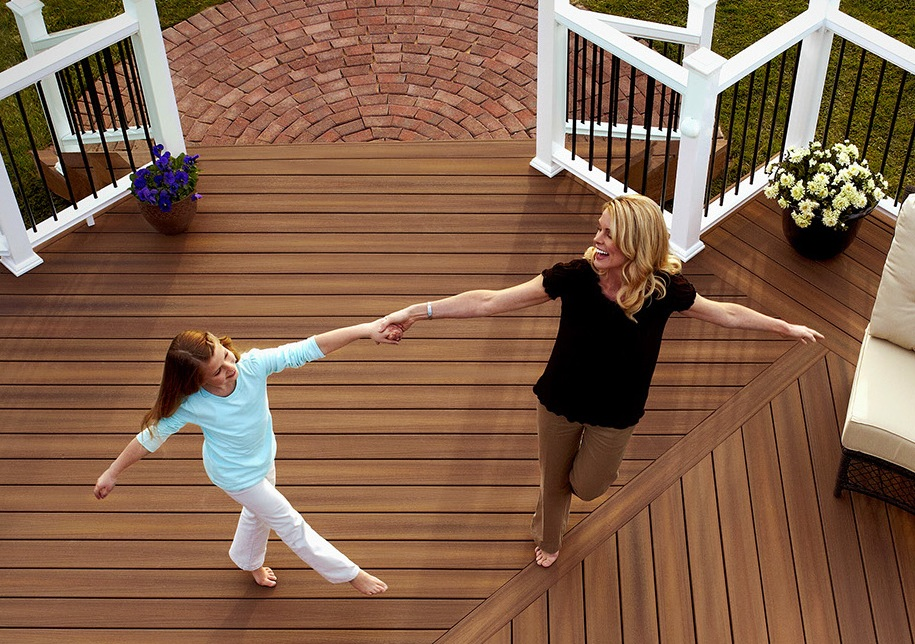 Enjoy your outdoor living space on a composite deck. Contact The Deck Store in Edmonton & Calgary