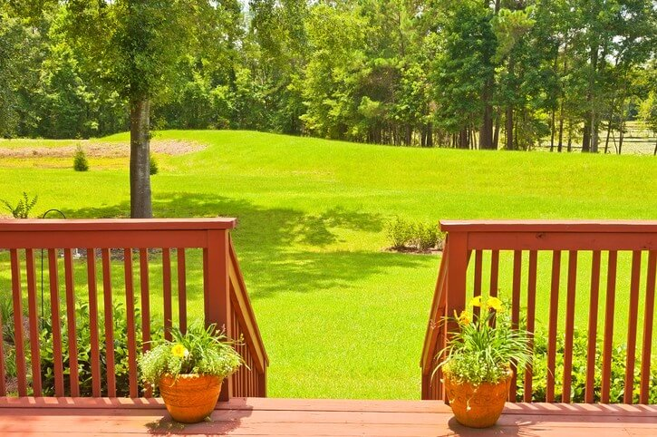 Do You Know How to Safely Build a Deck Railing for Your Calgary Home's Deck?